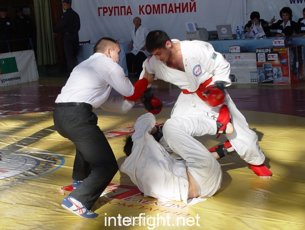 26-11-04_fight13_b