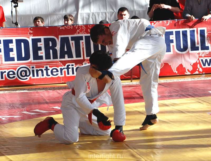 010_fighting